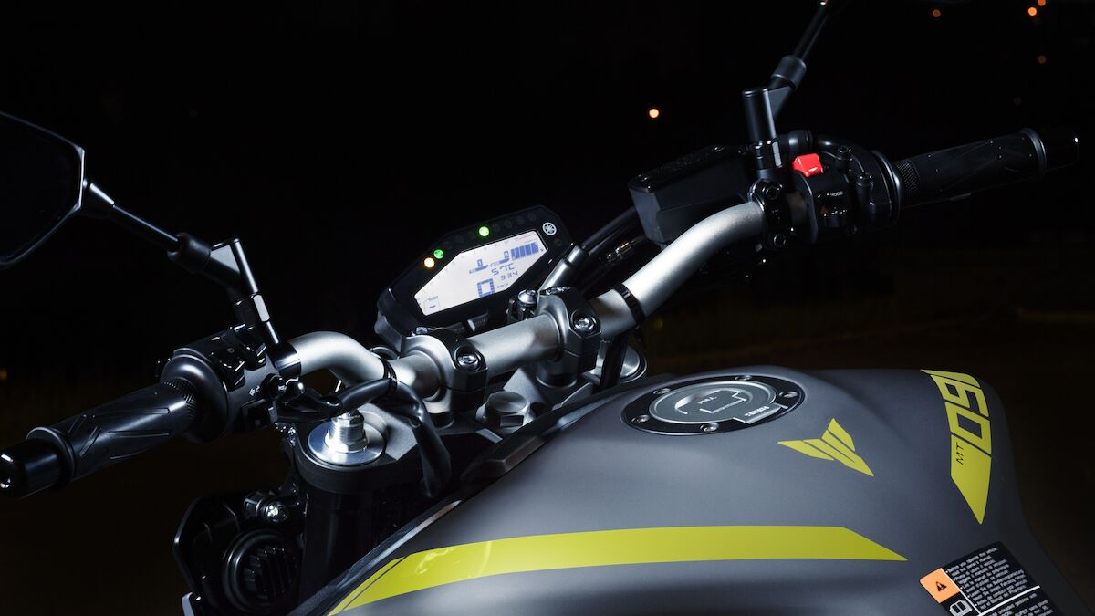 2018 Yamaha MT09 EU Night Fluo Detail 005 03 Tablet MT 09