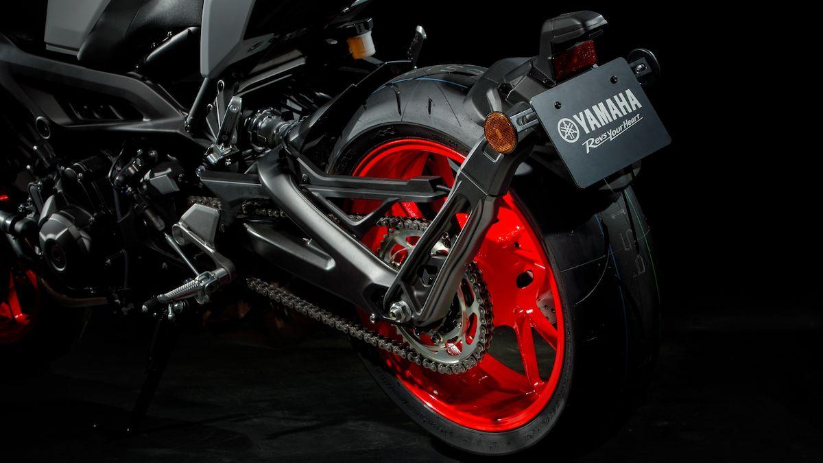 2019 Yamaha MT09 EU Ice Fluo Detail 006 03 Tablet MT 09