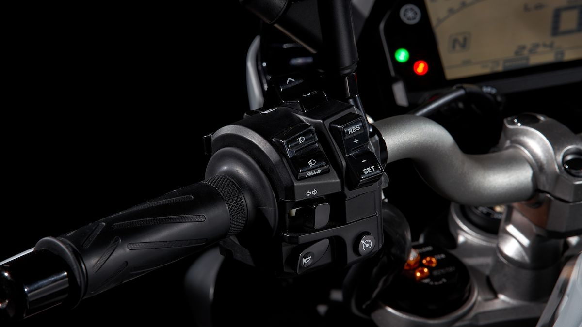 2019 Yamaha MT10 EU Ice Fluo Detail 003 03 Tablet MT 10