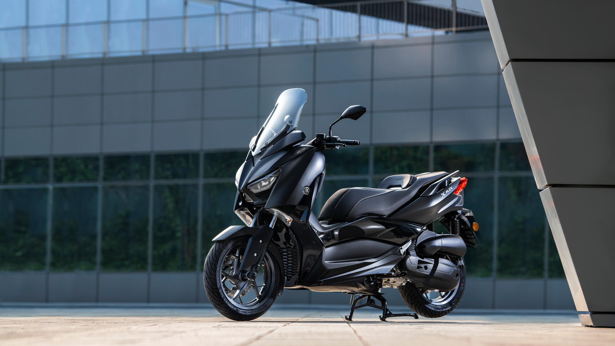 xmax 125 iron max scooters yamaha motor. Black Bedroom Furniture Sets. Home Design Ideas