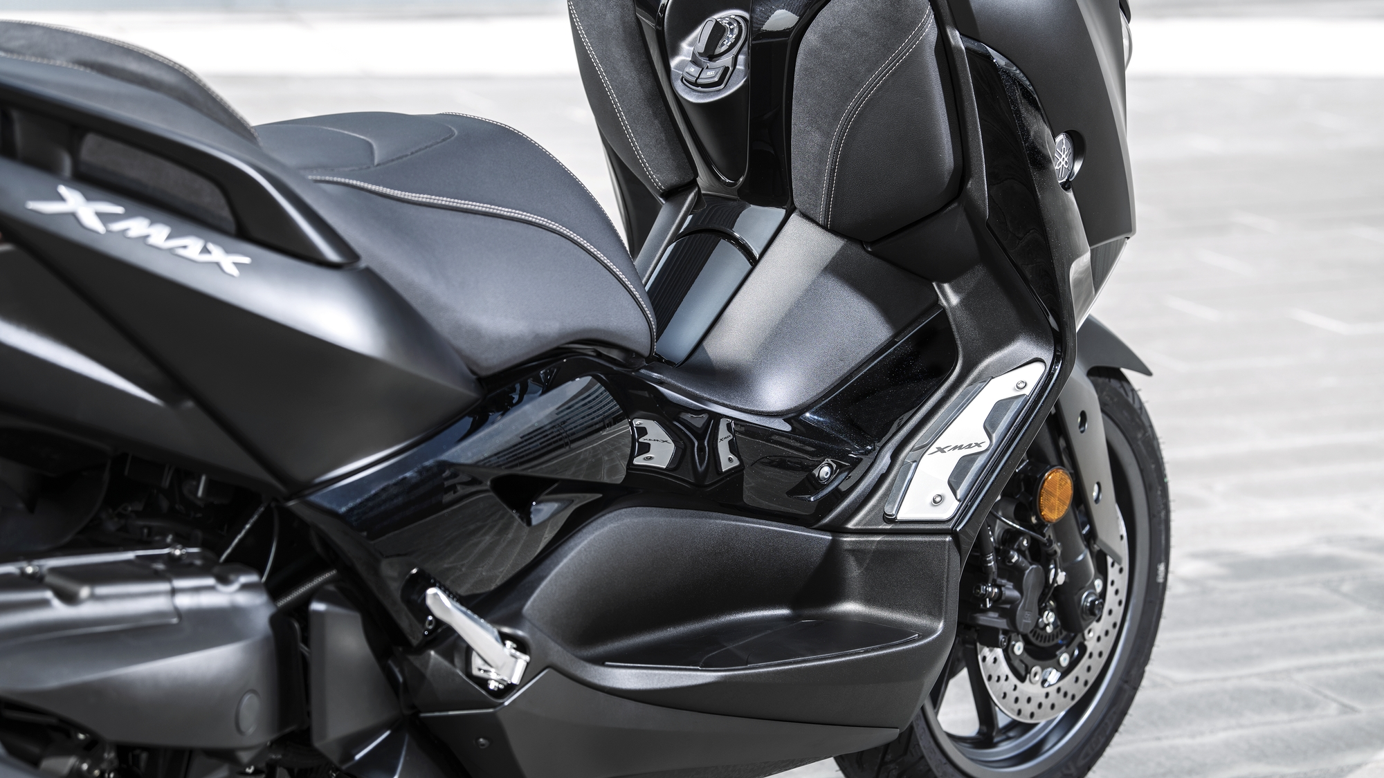 Yamaha XMAX 300 IRON MAX - Features and Technical Specifications