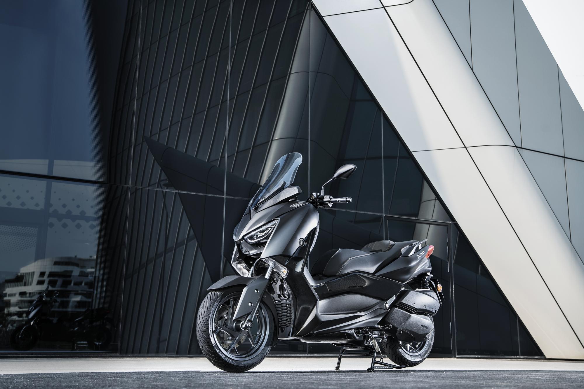 XMAX 300 IRON MAX - scooters - Yamaha Motor