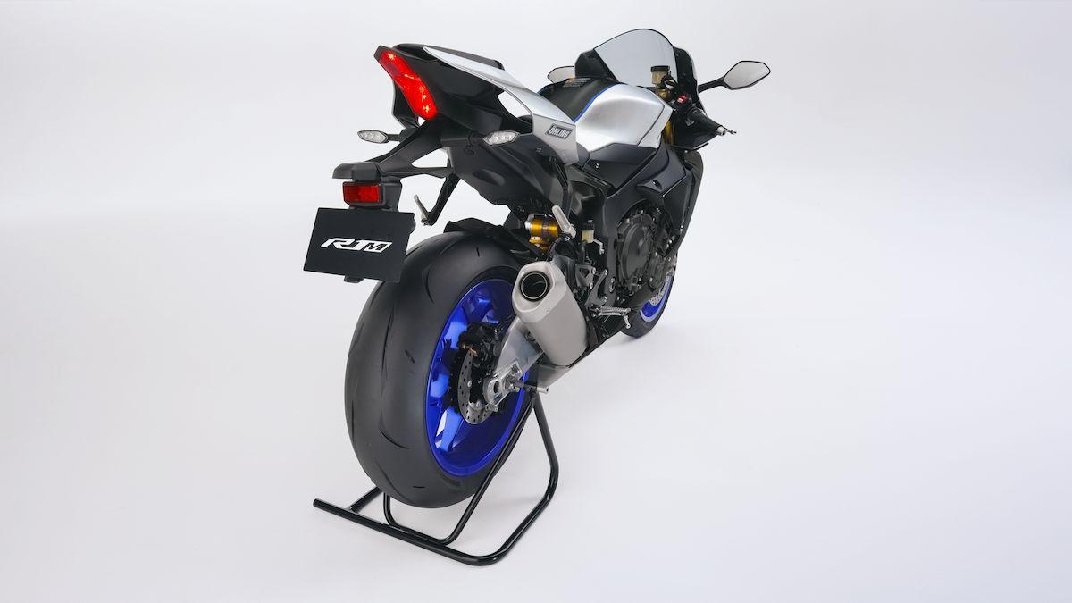 2019 Yamaha YZF1000R1SPL EU Silver Blu Carbon Detail 009 03 Tablet R1M 2018