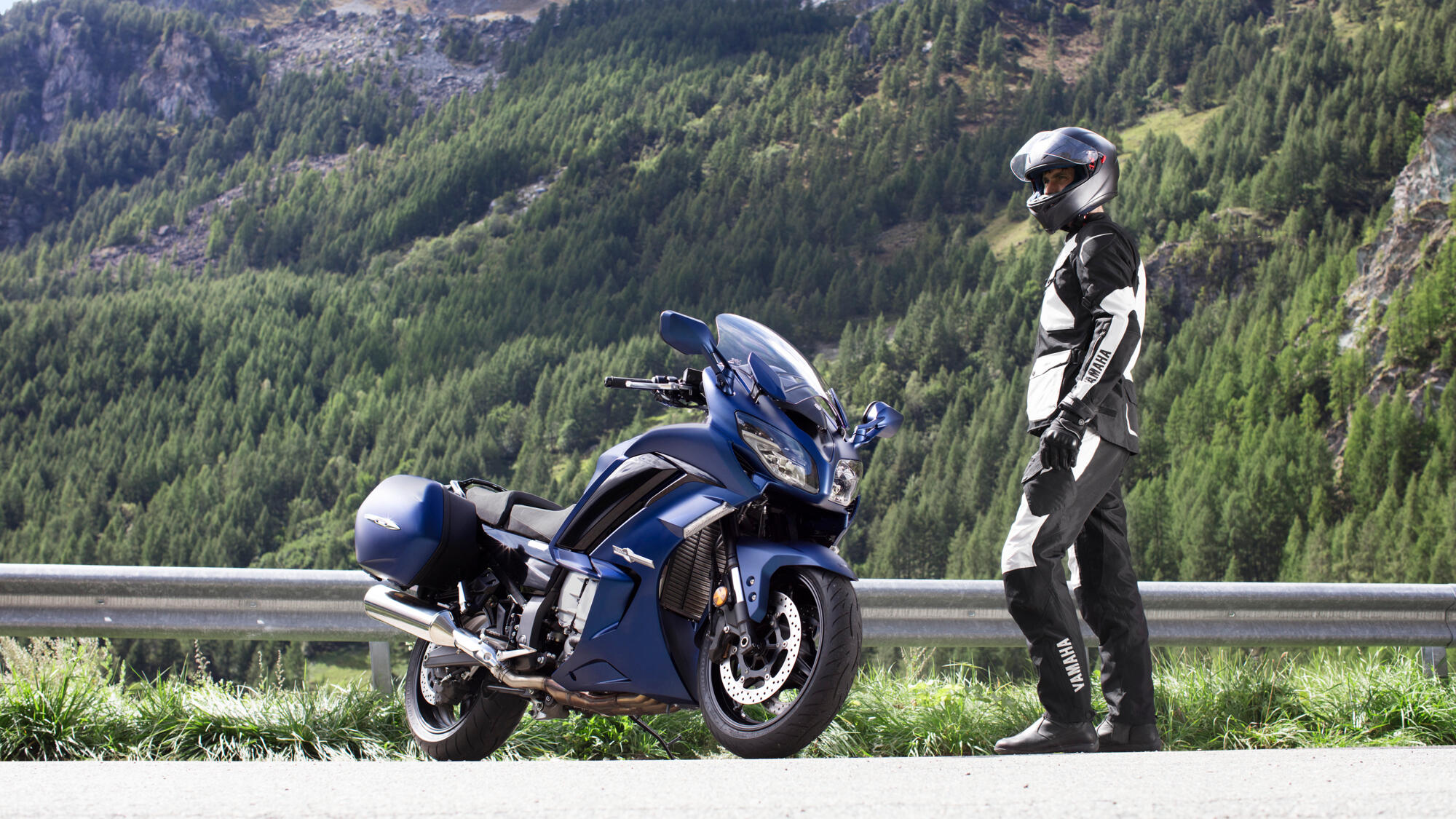 2020-Yamaha-FJR1300AS-EU-Phantom_Blue-St