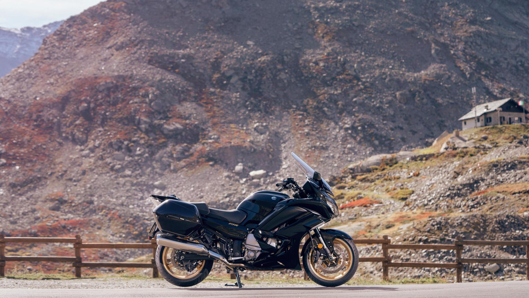 2020-Yamaha-FJR1300ASSPL-EU-Midnight_Black-Static-002-03.jpg