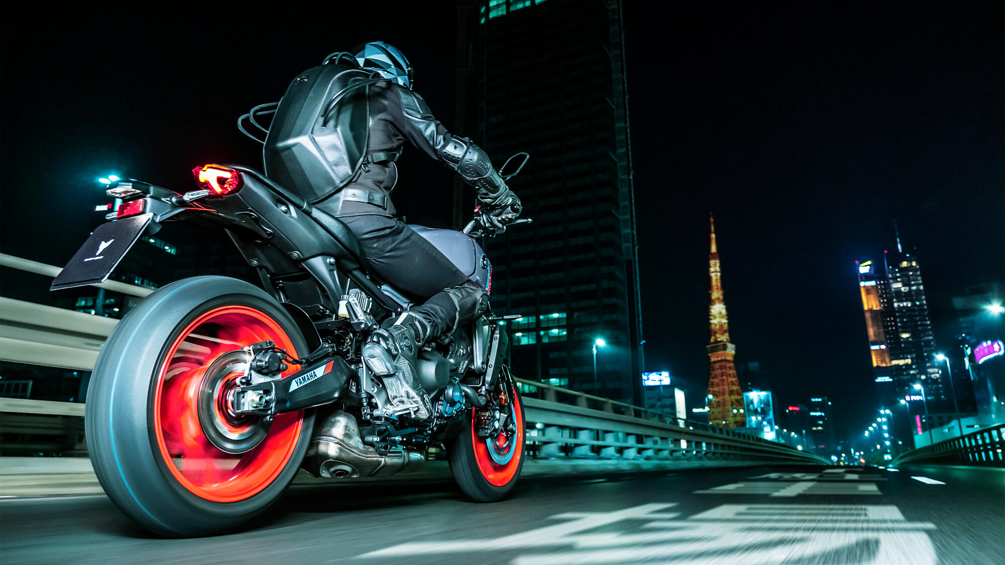 This image has an empty alt attribute; its file name is 2021-Yamaha-MT09-EU-Storm_Fluo-Action-001-03.jpg
