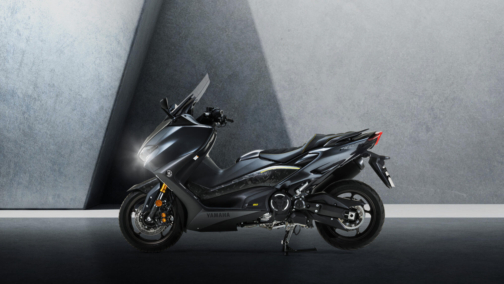 [Imagem: 2021-Yamaha-XP500ADXSV-EU-Tech_Graphite-...003-03.jpg]